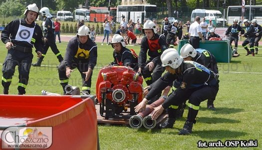 męska drużyna OSP Kołki podczas ćwiczeń