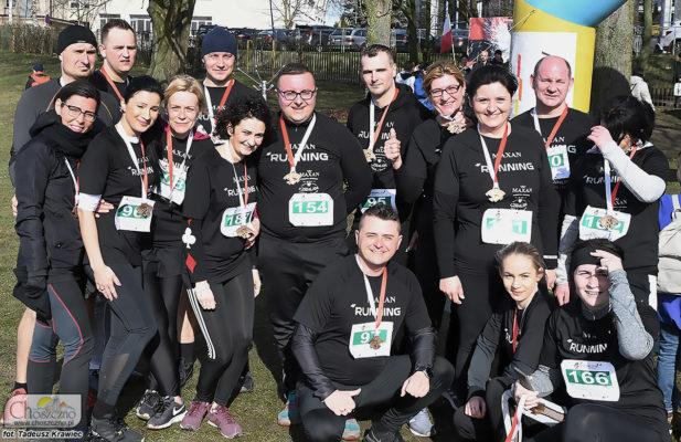 na zdjęciu jest grupa biegaczy z firmy Maxan