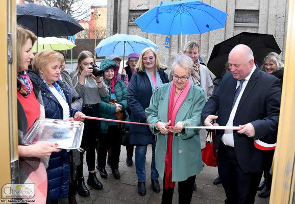 Seniorzy wraz z burmistrzem otwierają oficjalnei Klub Senior plus w Choszcznie