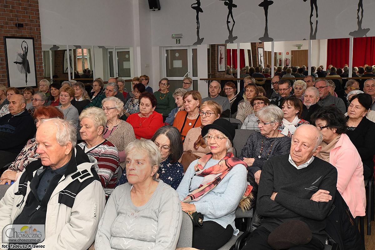 na zdjęciu są członkowie związku emerytów