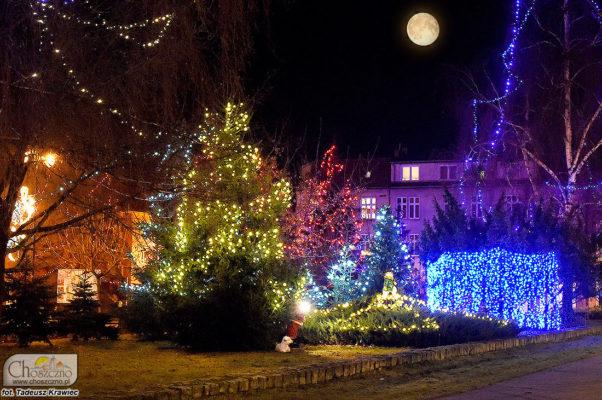 na zdjęciu widać lampki świąteczne