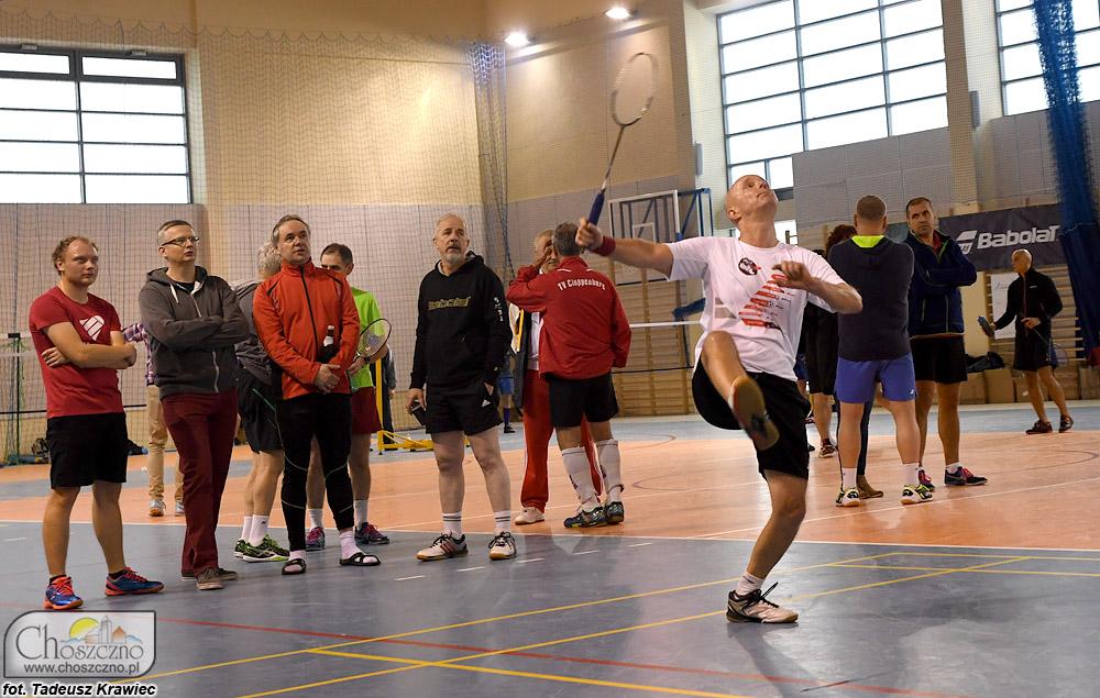zawodnicy turnieju badmintona