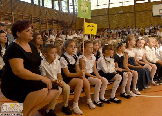 uczniowie rozpoczynają nowy rok szkolny
