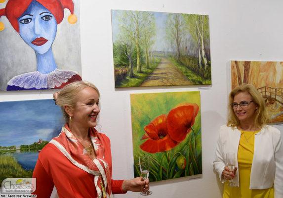 po prawej autorka obrazów Teresa Łukaszewicz