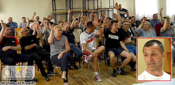 wybory sołeckie w Stradzewie, na małym zdjeciu sołtys Jacek Szyszka