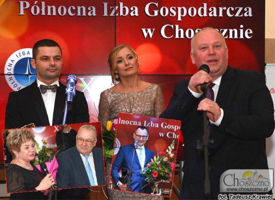 pd lwej Paweł i Kamila Kmieciowie razem z burmistrzem Robertem Adamczykiem