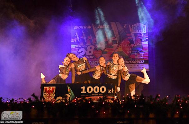 na zdjęciu widać grupę dzieci, które zatańczyły pdczas finału WOŚP