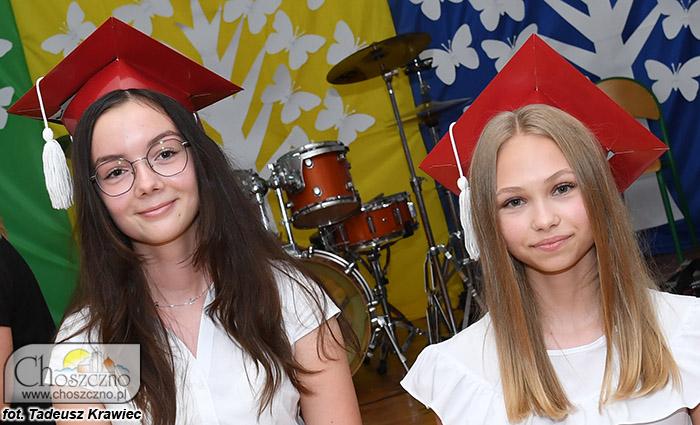 najlepsze ósmoklasistki od lewej Zofia Markiewicz i Joanna Szymczak