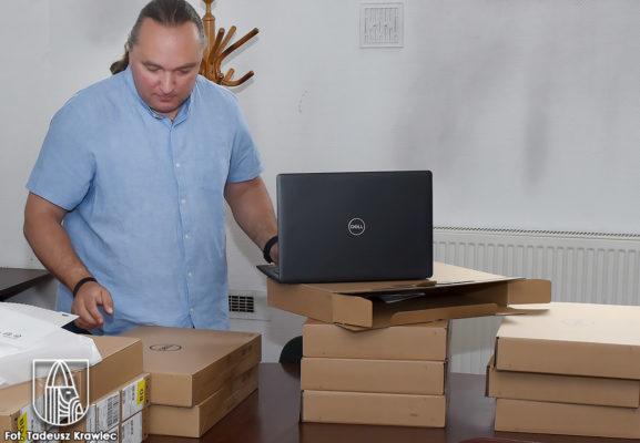 Nowe laptopy dla choszceńskich szkół