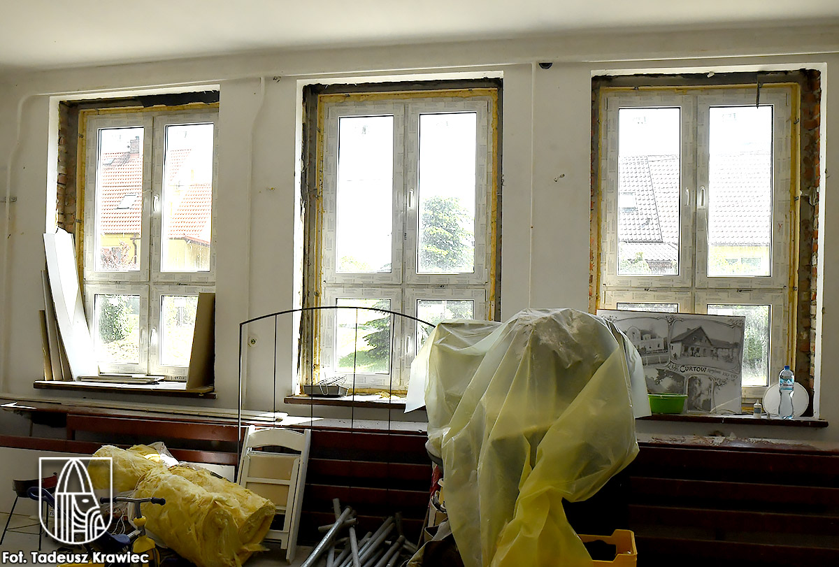 Wewnątrz wymieniono sufit i instalację oświetleniową
