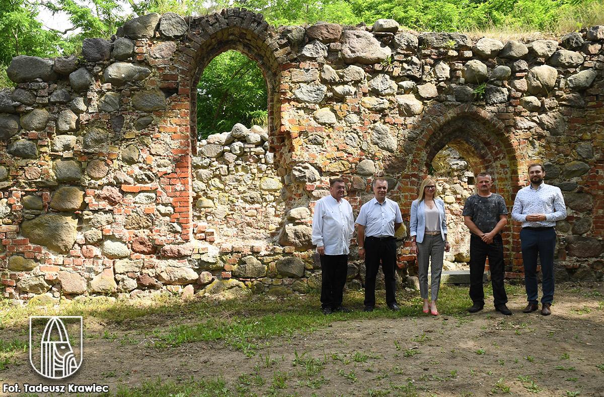 ruiny kościoła w Radaczewie