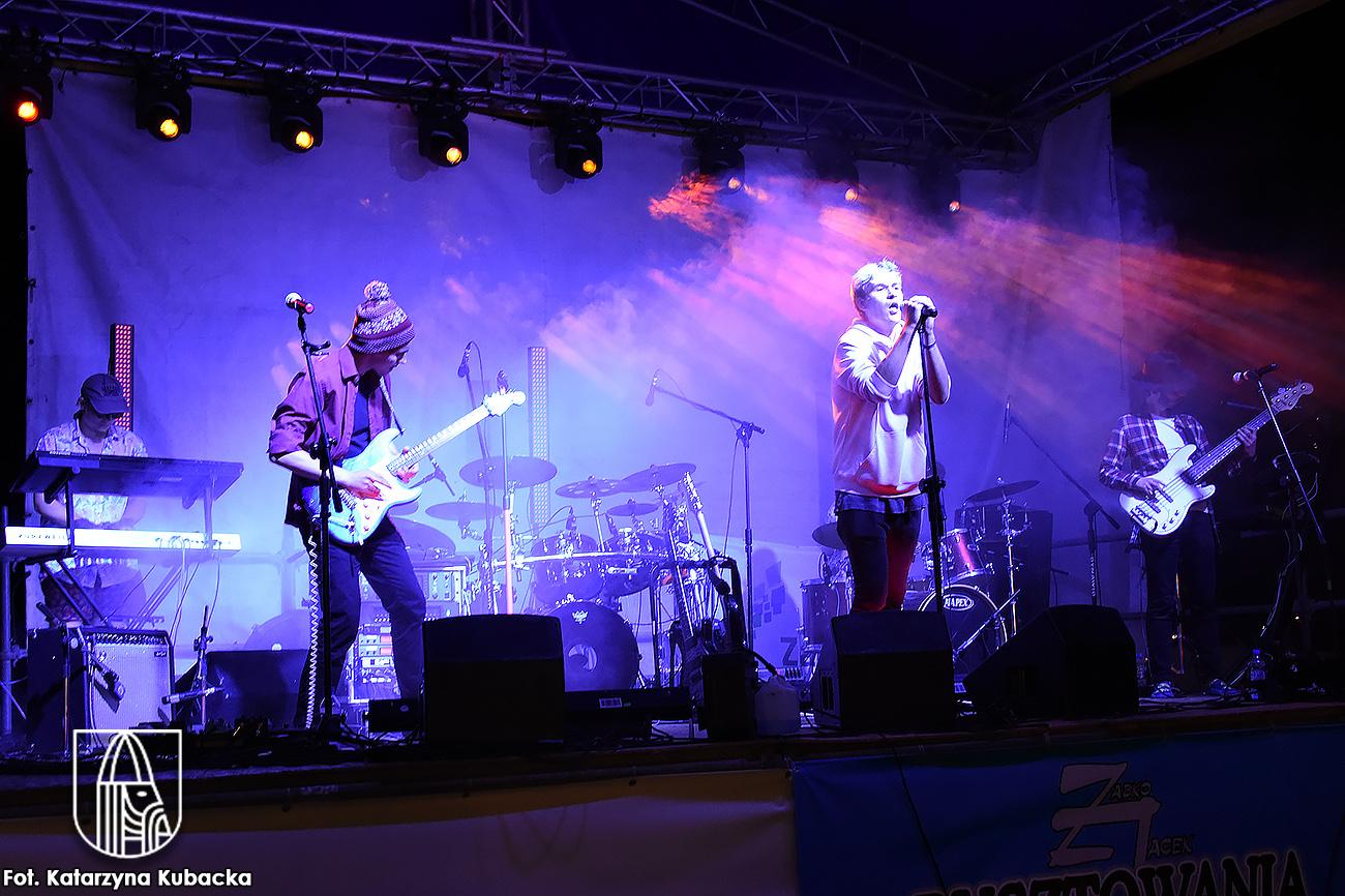 zdjecie z koncertu zespołu The Skarpets