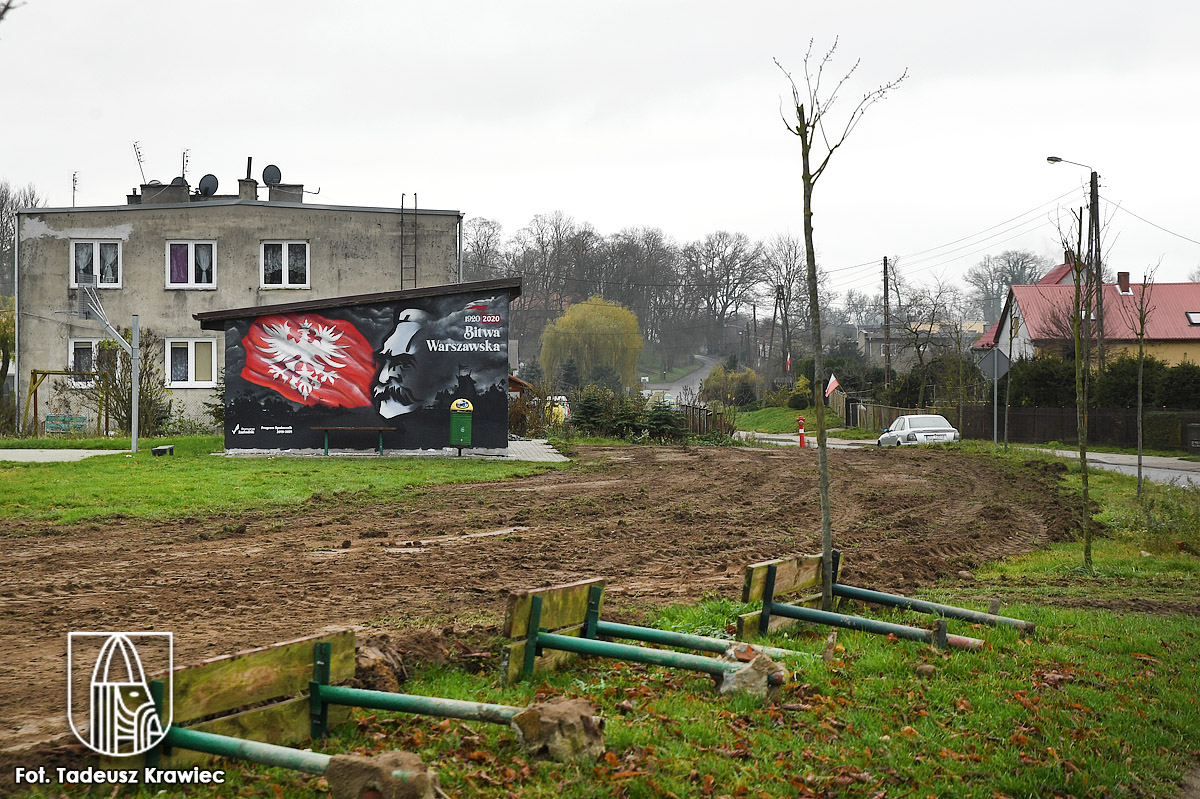 Mural i dwa boiska