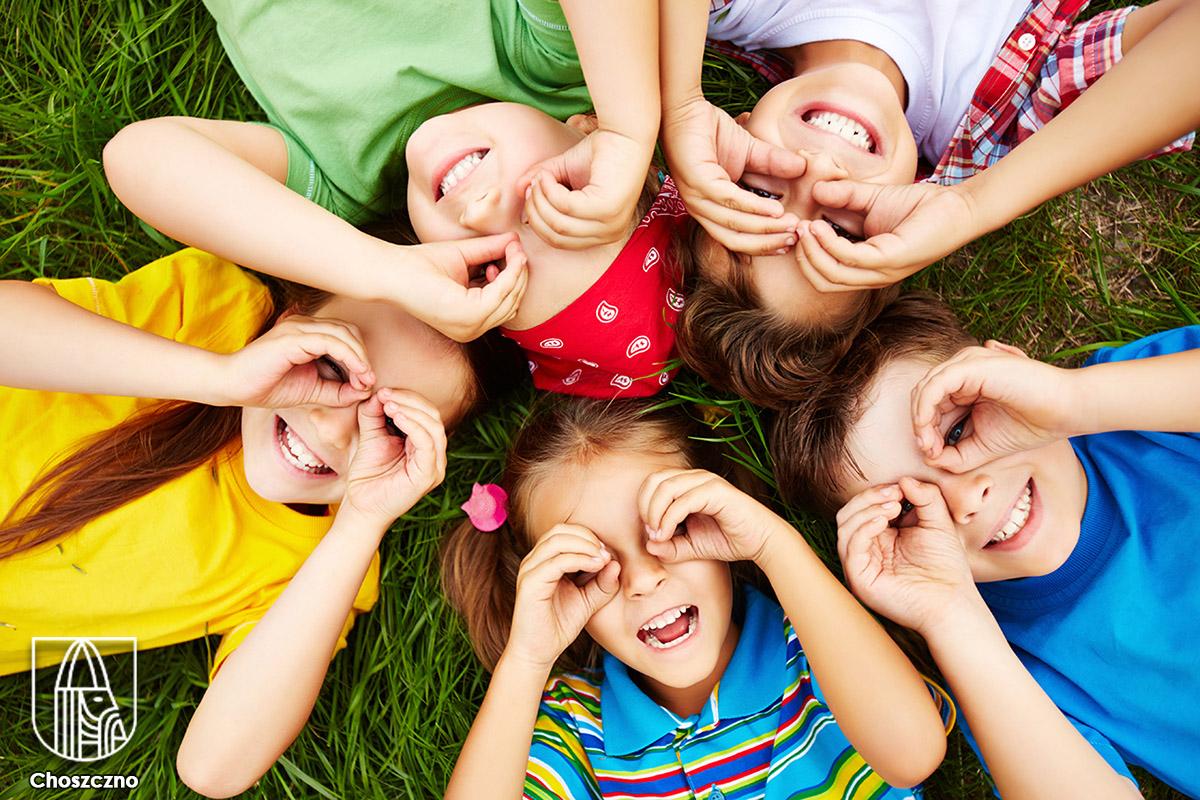 zdjęcie dzieci www.freepick.pl